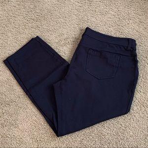 Like New! Navy, Stretchy Knit Cropped Pants, Sz 18
